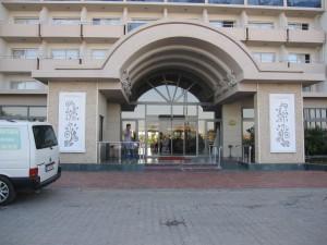 Ingången till hotellet